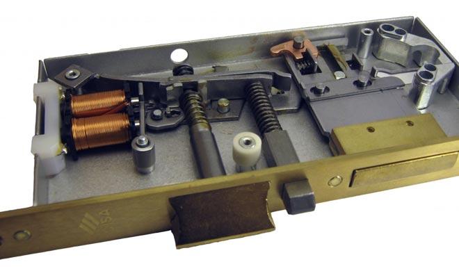 Устройство врезного электромеханического замка